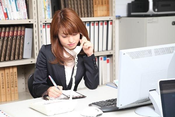 「少々お待ちください」、「少しお待ちください」電話応対で正しいのはどちら?|キャリアエヌ(career.n)