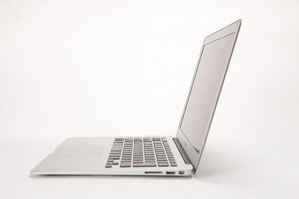 カフェで「Macbook」を使って何をしているのか?|キャリアエヌ(career.n)
