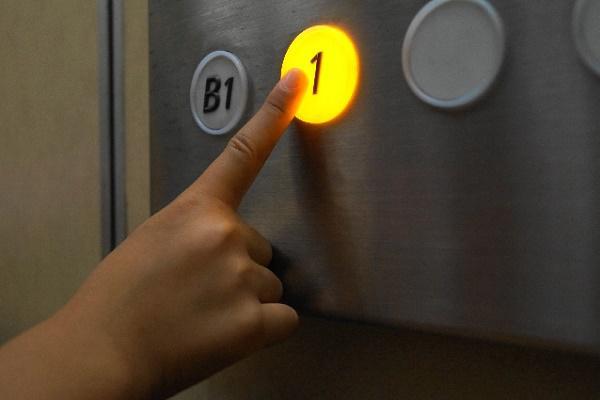 エレベーターのボタンをキャンセル(取り消し)する方法!|キャリアエヌ(career.n)