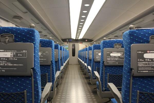 新幹線の座席は「窓側」それとも「通路側」?|キャリアエヌ(career.n)